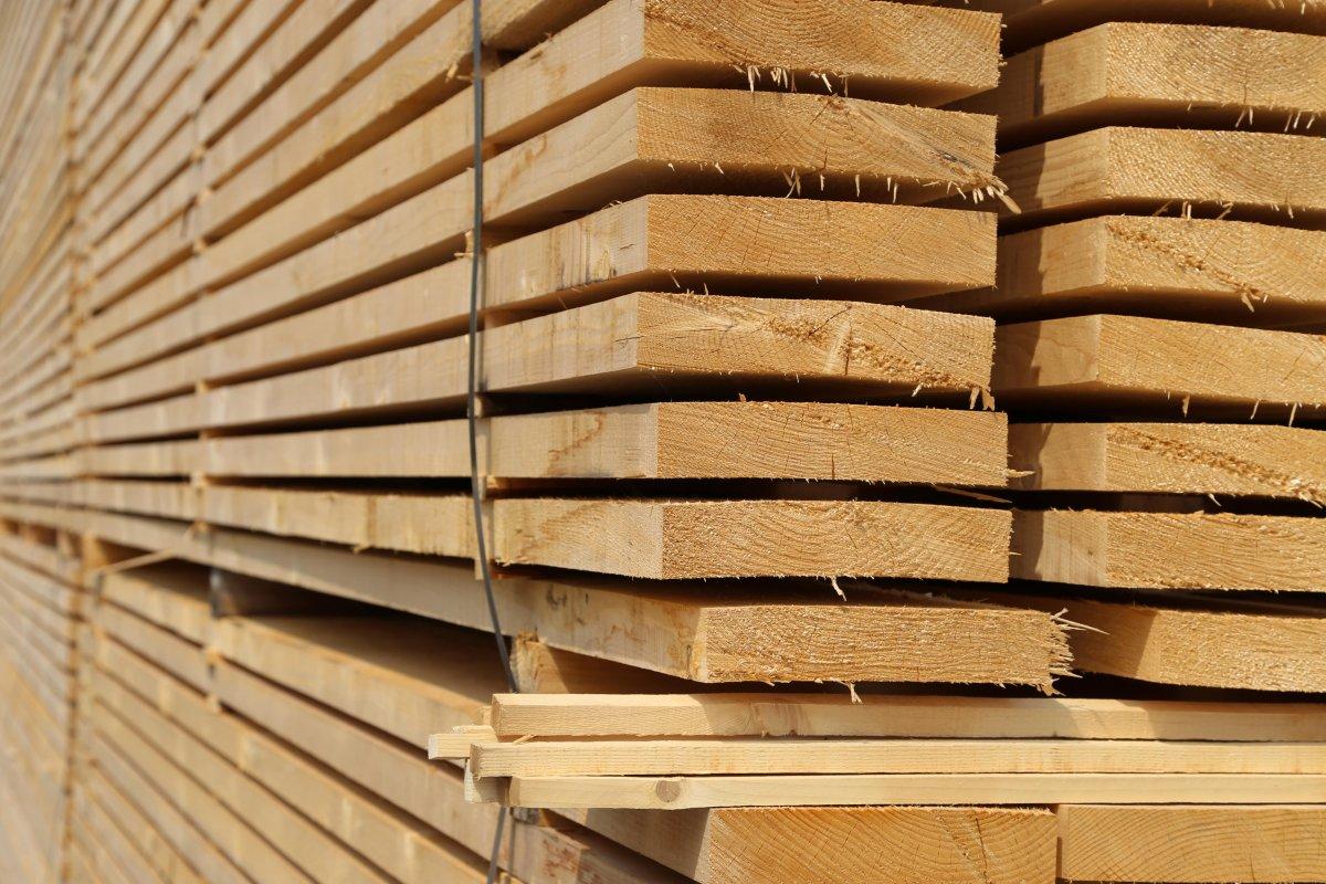 Assi Di Legno Grezze : Prodotti per ledilizia in legno lovato legnami